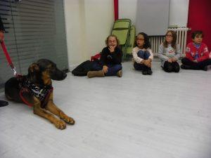 terapia-con-perros-para-ninos-inteligencia-emocional-37